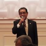 挨拶をする同窓会桜井会長の写真